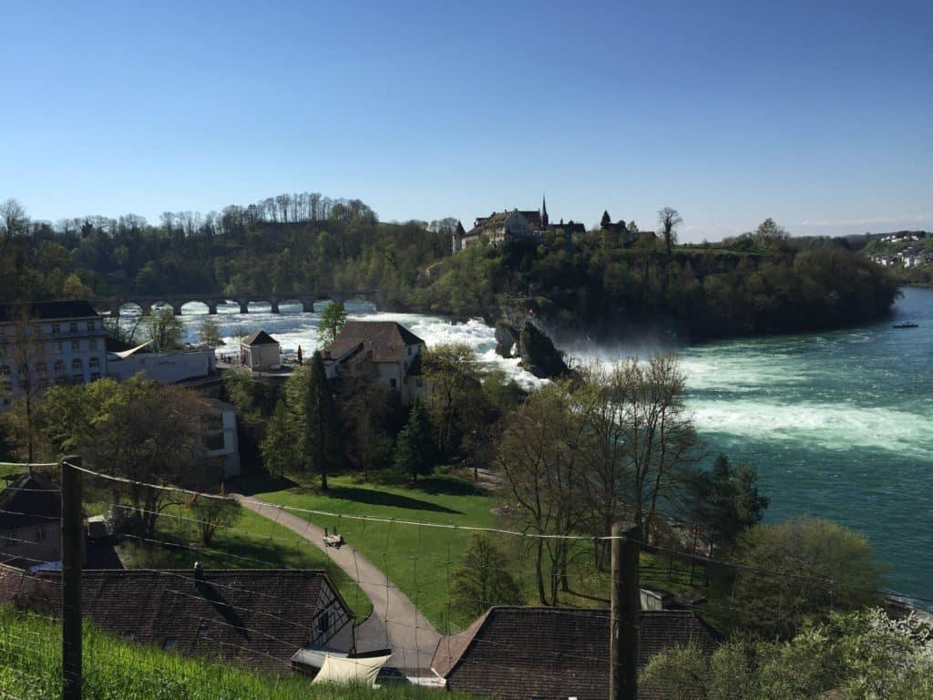 Auf dem Weg vom Bahnhof zum Rheinfall